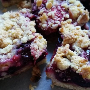 This is @smittenkitchen's blueberry crumble slice.